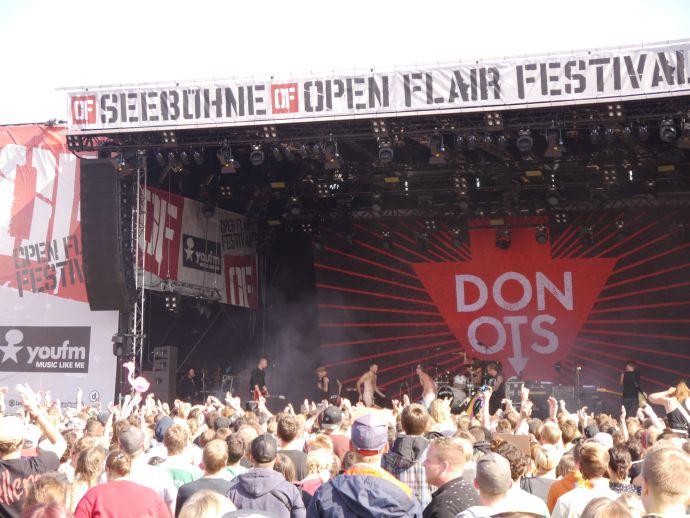 Die meisten nackten Kerle auf der Bühne (die dann crowdsurften)