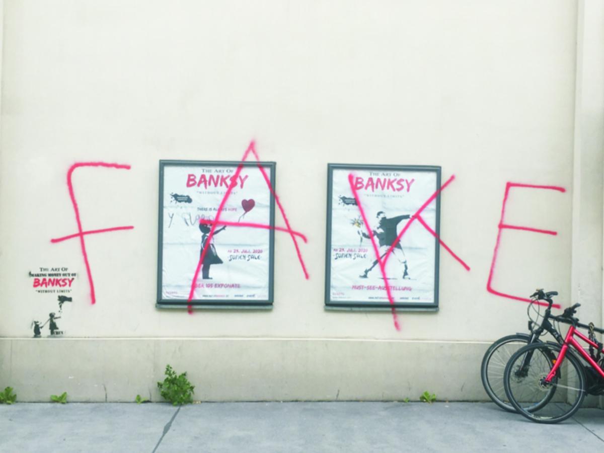 Graffiti am Eingang zur Banksy Schau in Wien